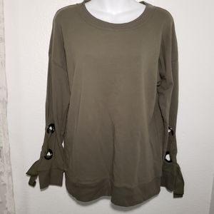 Cable & Gauge lace up grommet sleeve top